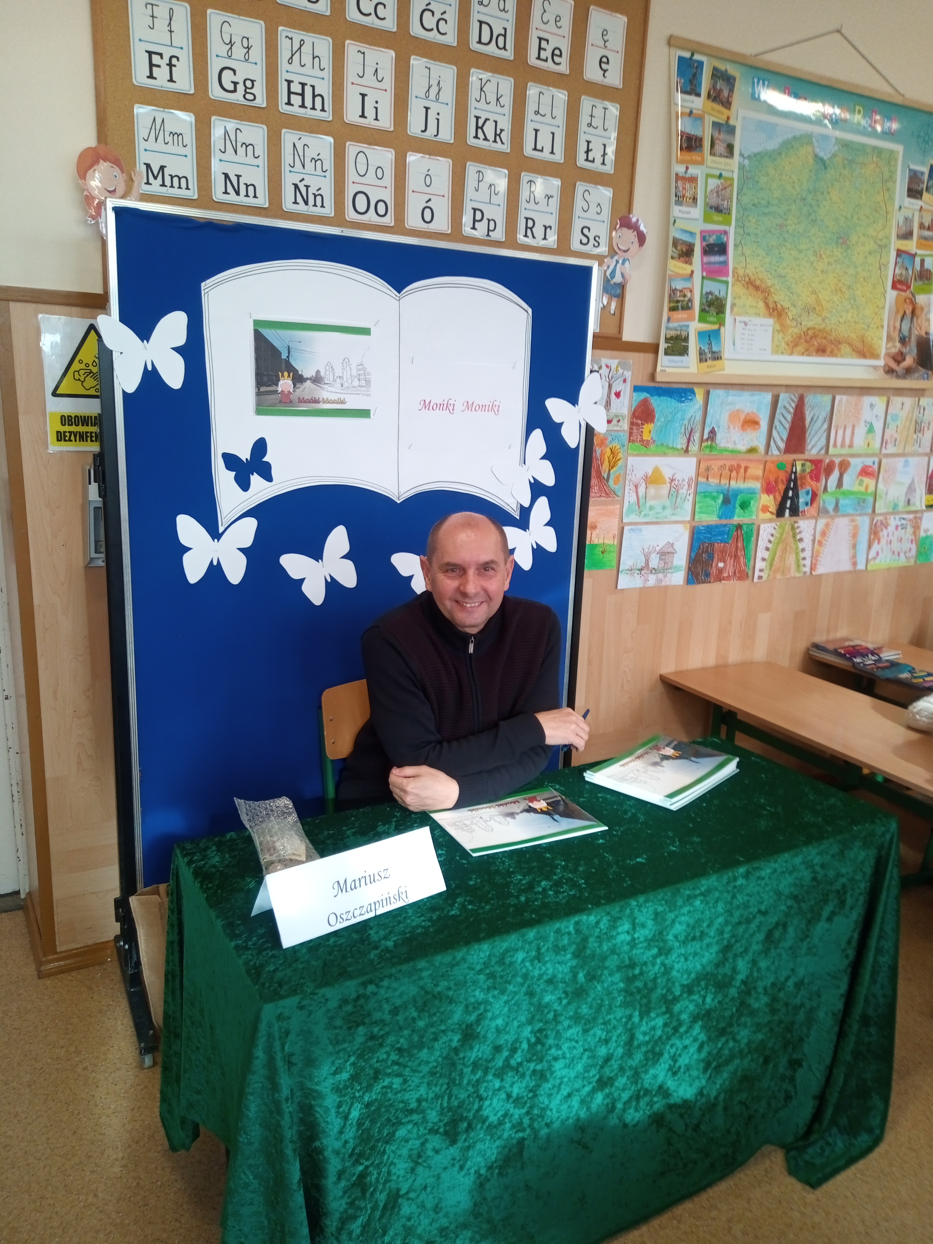 Spotkanie z panem Mariuszem Oszczapińskim autorem i ilustratorem książeczki edukacyjnej
